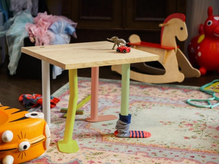 Plattfuss DIY Möbelbein als Spieltisch fürs Kinderzimmer