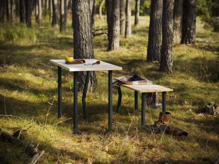 Plattfuss DIY Möbelbein als Esstisch und Bank in Kiefernwald