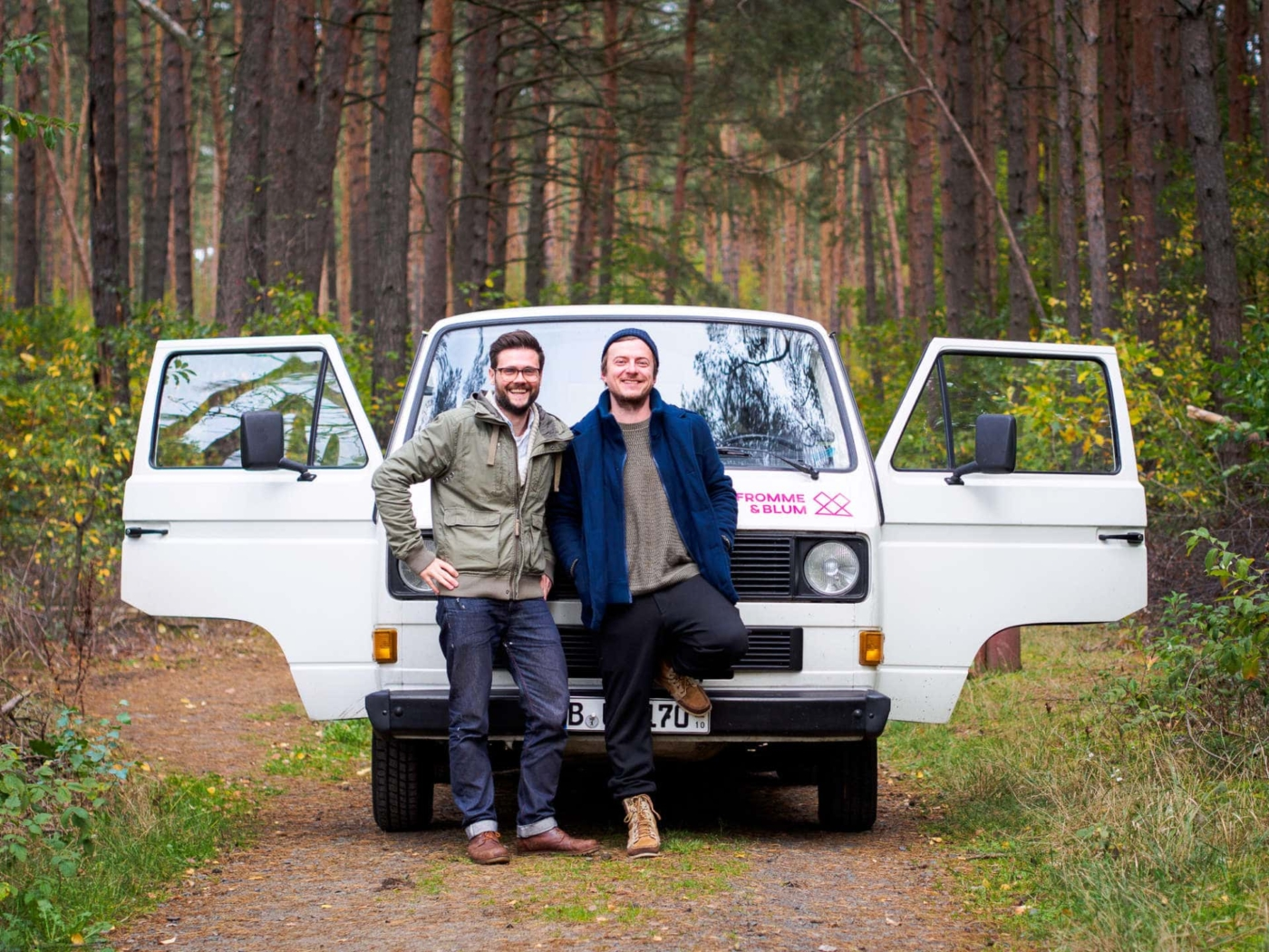 Ricky Fromme und Jo Blum mit ihrem mobilen Designstudio