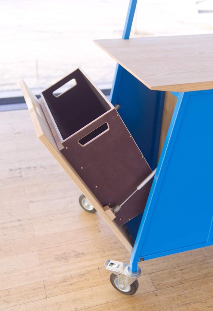 Teamhub – mobiles Workshopmöbel mit integriertem Abfallsystem
